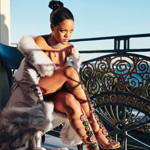 Rihanna Caught Making Out With New Mystery Man While In Spain