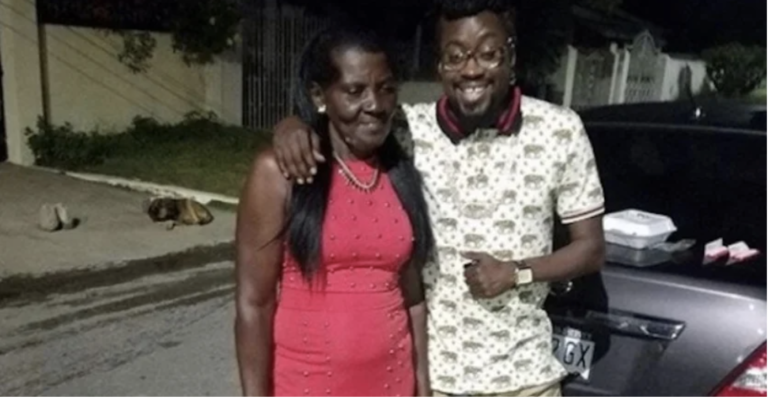 Beenie Man Collapses At His Mother's Funeral