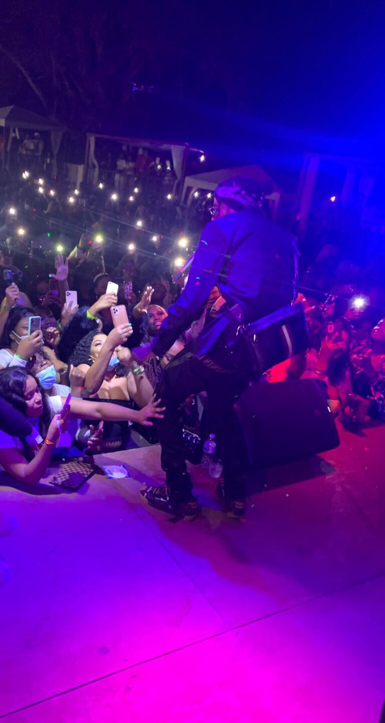 Watch: Top Highlights Of Alkaline's Live Performance In Tampa, Florida